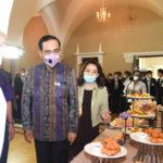 """นายกรัฐมนตรีร่วมประชาสัมพันธ์ """"อร่อยล้นฟ้า@สีลม ไม่ต้องบิน ก็ฟินได้"""" ขณะที่ บริษัท การบินไทย จำกัด (มหาชน) เล็งเพิ่มช่องทางจำหน่ายปาท่องโก๋-สังขยาเจ้าจำปี สูตรพิเศษ"""
