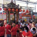 คนไทยเชื่อสายจีนยังคงหลั่งไหลมากราบไหว้ขอพรหลวงปู่ไต้ฮงกงภายใต้การคัดกรองป้องกันโควิด-19อย่างเข้มงวด