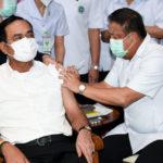 นายกรัฐมนตรีและคณะรัฐมนตรีเข้ารับการฉีดวัคซีนโควิด – 19 เข็มที่ 2 ย้ำคุณภาพวัคซีนที่มีอยู่ในประเทศไทยมีประสิทธิภาพปลอดภัย ยืนยันประชาชนจะได้ฉีดวัคซีนครบทุกคน