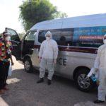 ผู้การชัยนาทนำทีมตำรวจขนย้ายผู้ติดเชื้อโรคไวรัสโคโรนา 2019 (โควิด-19) กลับคืนสู่ครอบครัว