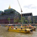 สมาชิกวุฒิสภาทำกิจกรรมจิตอาสาริมแม่น้ำเจ้าพระยาบริเวณรัฐสภาถวายเป็นพระราชกุศลรัชกาลที่9